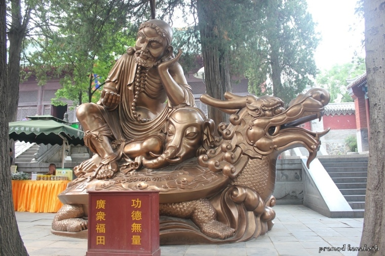 A statue of Bodhidharma donated by Thailand.
